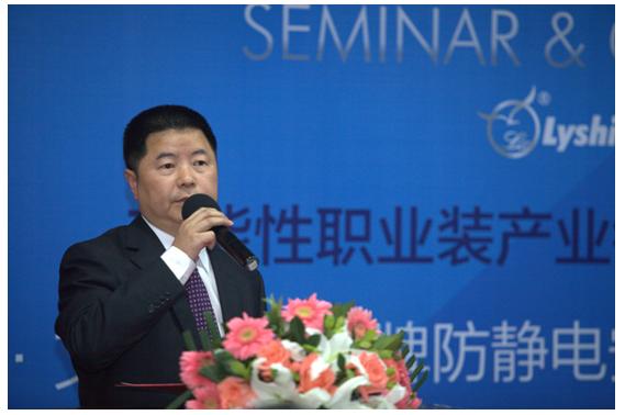 中国纺织工业联合会副会长杨纪朝,中国纺织出版社书记迟宗君,中国职业